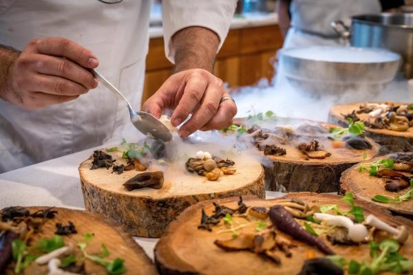chef-preparing